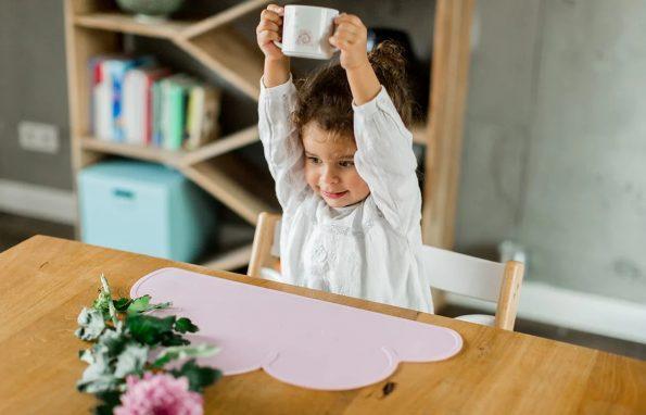 Kindsgut-felho-alaku-szilikon-Tanyeralatet-pink-4
